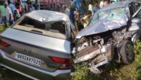 Massive car collision with truck in Gaya Two killed in 5 riders, three are in critical condition